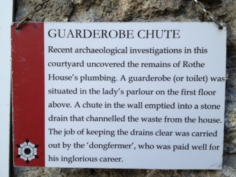 Description of the guarderobe.