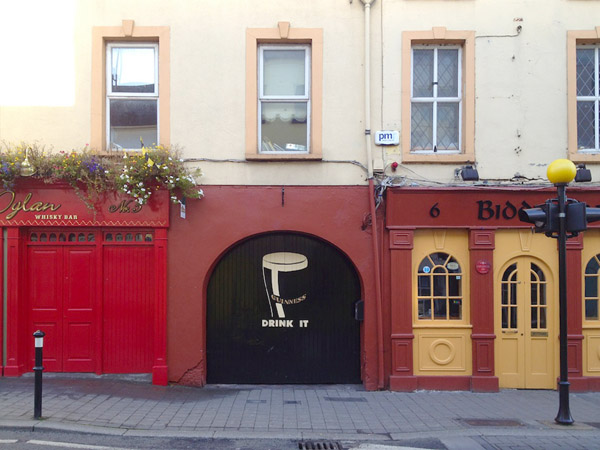 Door to a courtyard beer garden along Lower John Street, Kilkenny.
