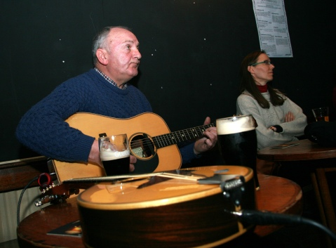 Pat Goode singing at the Cobblestone after the plaque unveiling. (Photo provided by Fergus Whelan.)