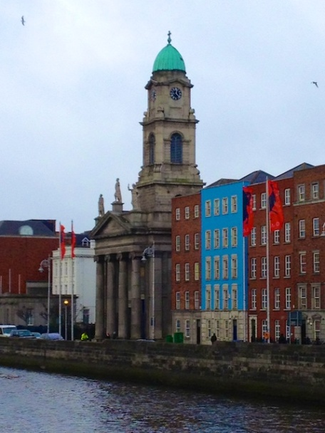 This is the stately Sy. Paul's Church of Smithfield.