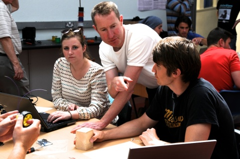 Gavin assisting University of Missouri students.