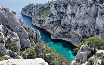 Image from http://www.ledenboat.com/details-visite+de+la+calanque+d+en+vau+en+bateau+-95.html